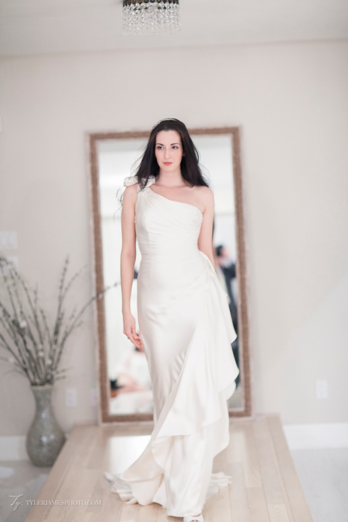 Sheath Hollywood Bridal Gown